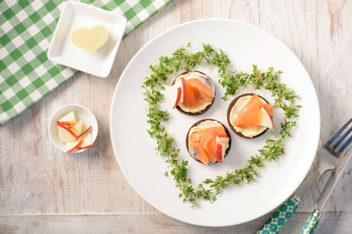recipe image Lachs-Pumpernickel mit Apfel